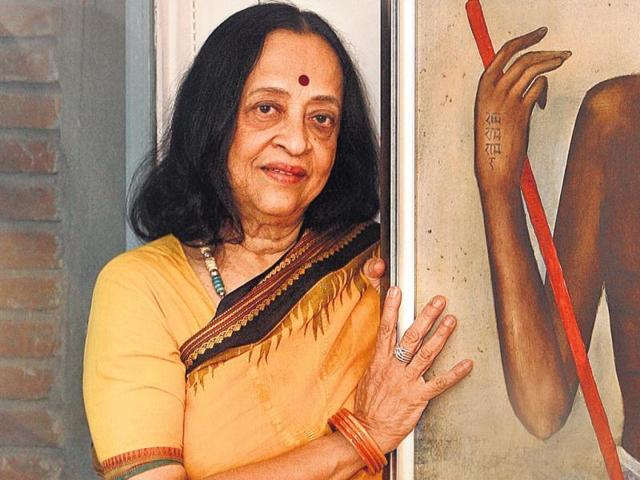 Anjolie Ela Menon: The veteran artist's style is strong, individual and full of colour. From Kanjeevarams to hand-woven beauties, we have seen her adorn saris that are no less than pieces of art themselves. She's also seen in classy salwar kameez, while her signature bindi defines her. (HT Photo)
