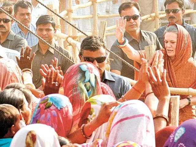 UPA-chairperson-Sonia-Gandhi-greets-women-at-Paota-rally-on-Monday-Himanshu-Vyas-HT-Photo