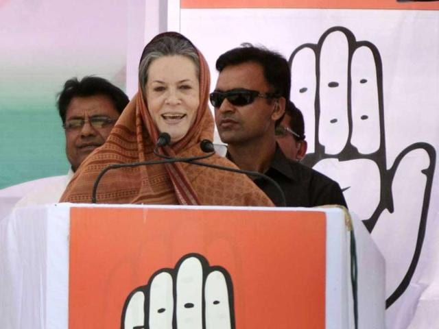 Congress-president-Sonia-Gandhi-addresses-a-rally-in-Deuchara-in-Bareilly-in-support-of-Congress-candidates-Praveen-Singh-Aron-from-Bareilly-and-Salim-Sherwani-from-Aonla-Sachin-Saini-HT-Photo
