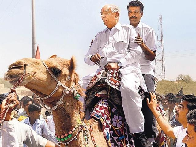 BJP-rebel--Jaswant-Singh-who-is-fighting-the-LS-Polls-from-Rajasthan-s-Barmer-constituency-as-an-independent-candidate-campaigns-on-a-camel-HT-Photo
