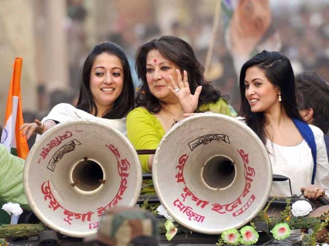 TMC-candidate-Moon-Moon-Sen-with-her-daughters-Riya-Sen-and-Raima-Sen-during-a-road-show-at-Mejia-Bankura-West-Bengal-Subhankar-Chakraborty-HT-Photo