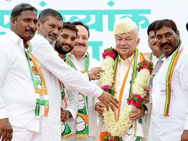 Congress candidate from Solapur, Sushilkumar Shinde, being garlanded at a rally.
