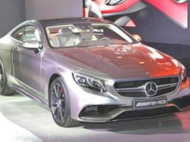 Mercedes-debuts-new-S-63-AMG-coup-at-New-York-motor-show