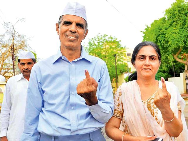 AAP-s-Jaipur-candidate-Virendra-Singh-with-his-wife-after-they-cast-their-votes-on-Thursday-HT-Photo