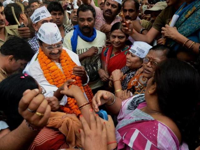 Kejriwal-was-greeted-by-thousands-of-supporters-at-the-railway-station-as-he-arrived-in-Varanasi-to-file-his-nomination-papers-HT-photo-Rajesh-Kumar