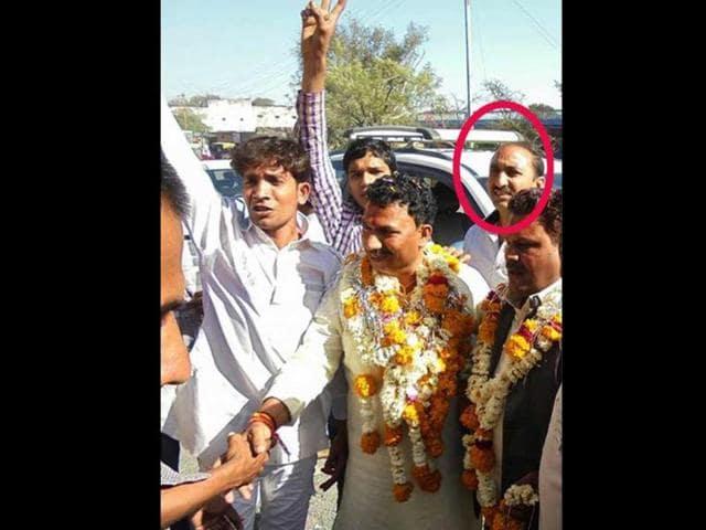 A-photo-of-Sohrabuddin-s-brother-Shahnawazuddin-at-a-BJP-meeting-in-Ujjain-Lok-Sabha-constituency-HT-photo