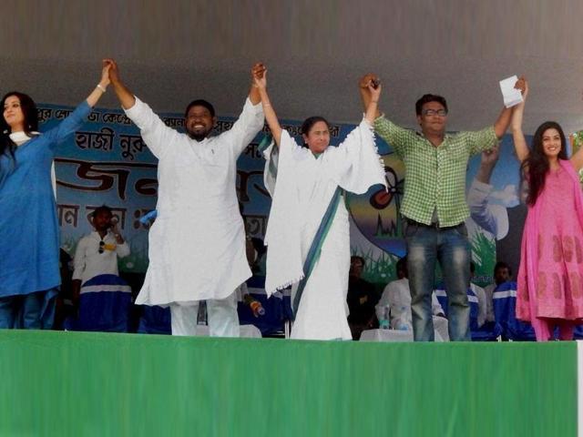 West-Bengal-chief-minister-and-TMC-president-Mamata-Banerjee-with-actress-Raima-Sen-Ria-sen-and-Indranil-Sen-PTI-Photo