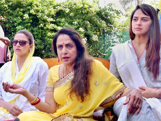 Hema Malini, Bollywood actress and BJP candidate from Mathura, addresses the press on Sunday. She is accompanied by her daughters Esha and Ehana. (PTI photo)