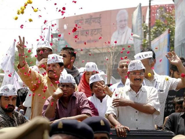 AAP-chief-Arvind-Kejriwal-addresses-supporters-as-he-heads-to-the-district-collectors-office-to-file-his-nomination-papers-in-Varanasi-HT-photo-Arun-Sharma