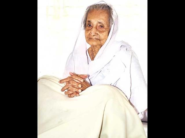 Satyabhama-Das-is-India-s-oldest-voter-at-110-years-HT-photo