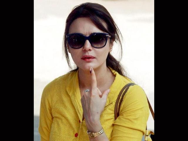 Preity Zinta poses for shutterbugs after casting her vote.