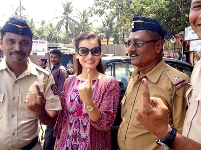 Dia Mirza after voting: Thank you Khar Police:) and thank you EC for making it such a simple n convenient experience:)
