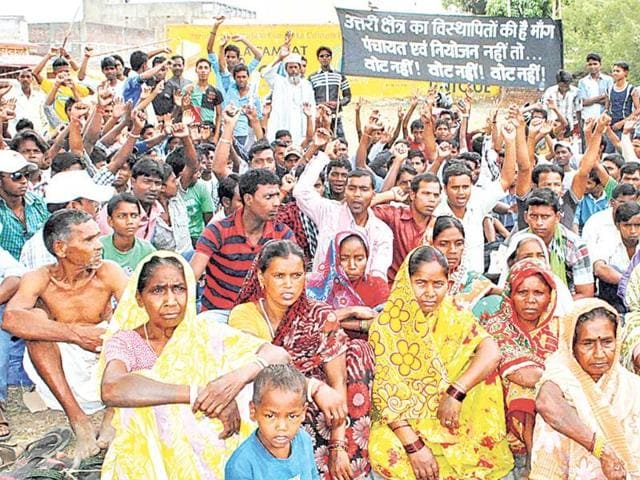 Residents-of-Gunbdlibeentha-village-in-Bokaro-district-sit-on-a-dharna-Krishna-HT-Photo