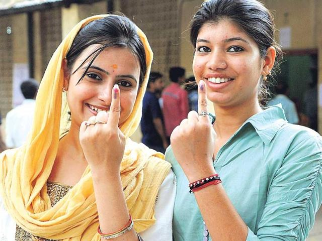 First-time-voters-turned-up-in-large-numbers-to-the-polling-booths-in-Jharkhand-for-in-the-third-phase-of-polling-on-Thursday-HT-Photo