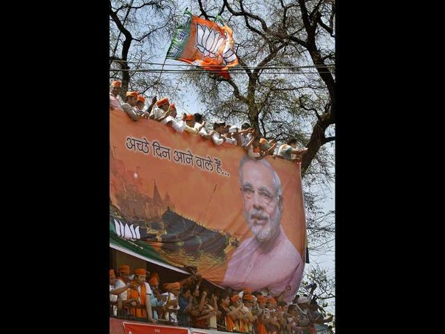 A-supporter-decks-up-in-the-BJP-s-colours-and-a-kettle-symbolising-the-party-s-chai-pe-charcha-campaign-during-party-PM-candidate-Narendra-Modi-s-rally-in-Nawada-Bihar-HT-Photo