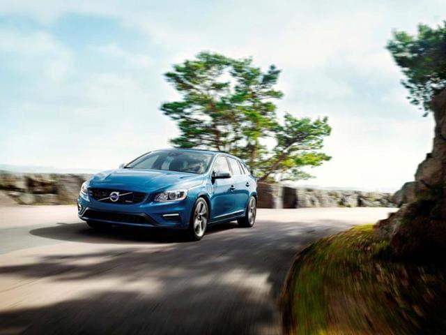 Volvo-V60-R-Design-D6-AWD-Plug-In-Hybrid-Photo-AFP