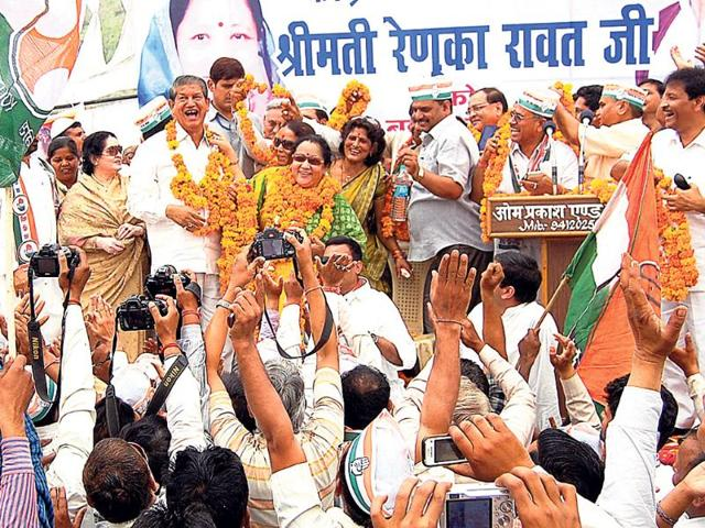 Chief-minister-Harish-Rawat-his-wife-Renuka-Rawat-and-other-Cong-leaders-at-a-rally-in-Haridwar-HT-File-Photo