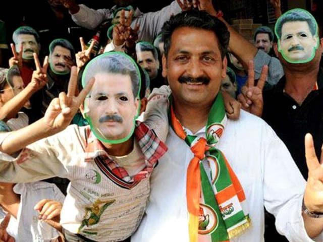 Sangrur-Congress-candidate-Vijay-Inder-Singla-R-during-campaigning-at-Malerkotla-HT-photo-Bharat-Bhushan
