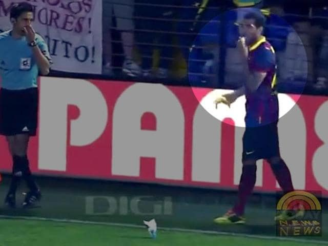 Barcelona-defender-Dani-Alves-eats-the-banana-thrown-at-him-from-the-crowd-as-an-insult-Agency-Photo