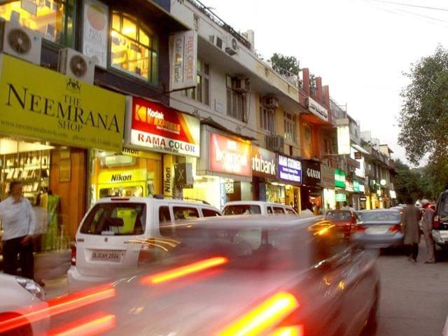Khan-Market-in-the-evening-in-New-Delhi-Arijit-Sen-HT-Photo