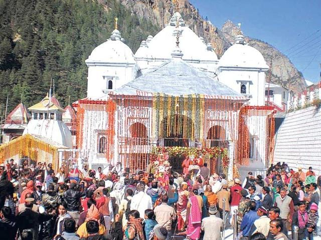 Rush-of-devotees-after-the-portal-of-Gangotri-shrine-was-opened-on-Friday--Santosh-Bhatt-HT-Photo