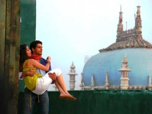 Sidharth Malhotra and Shraddha Kapoor in a still from the track Galliyan.