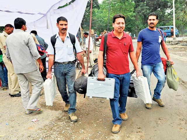 Polling-parties-head-to-their-assigned-destinations-with-the-EVMs-in-Dehradun-Rishi-Ballabh-HT-Photos