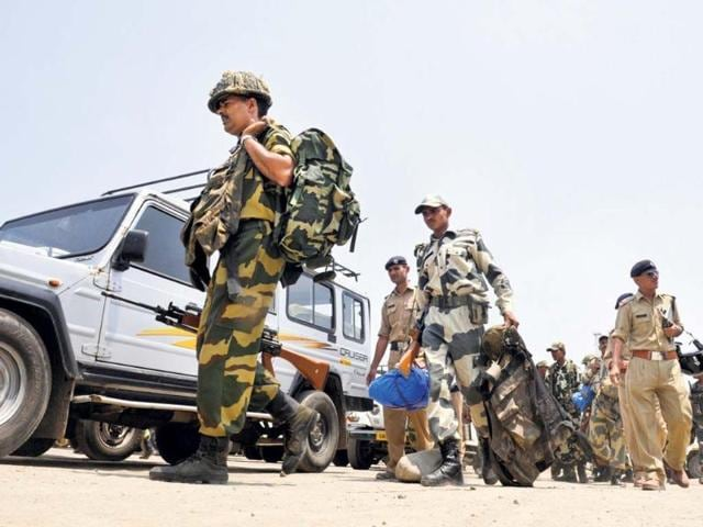 Border-Security-Force-jawans-leave-for-election-duty-in-Chakrata-assembly-constituency-from-Parade-Ground-in-Dehradun-Rishi-Ballabh-HT-Photo
