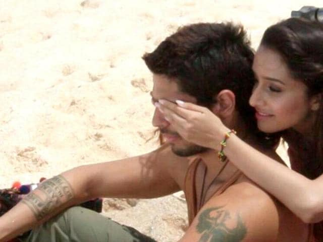 Sidharth and Shraddha in a still from Galliyan.