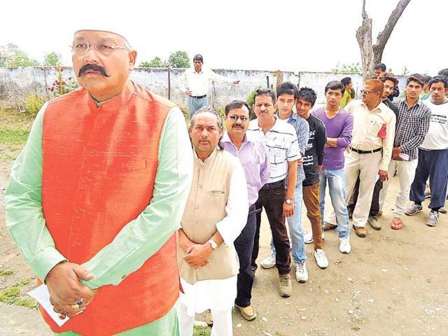 Pauri-MP-Satpal-Maharaj-awaits-is-turn-to-vote-in-Pauri-Arvind-Moudgil-HT-Photo
