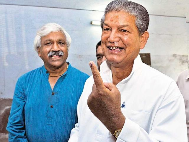 Uttrakhand-chief-minister-Harish-Rawat-shows-the-indelible-ink-mark-at-a-polling-centre-in-Dehradun-on-Wednesday-Rishi-Ballabh-HT-Photo