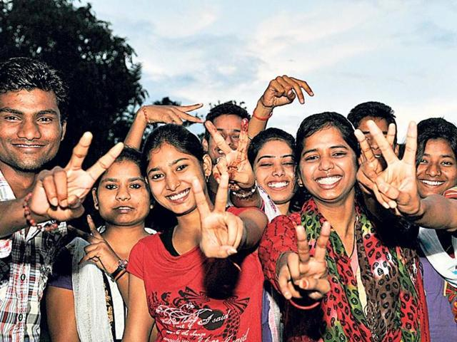 Jubilant-students-flash-the-victory-sign-after-the-declaration-of-the-intermediate-results-by-the-Jharkhand-Academic-Council-at-a-function-organised-by-HMVL-at-HT-House-in-Ranchi-on-Saturday-Diwakar-Prasad-HT-Photo