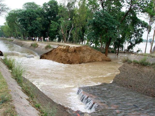 The-breach-in-the-Sirhind-canal-near-Bir-Talab-village-in-Bathinda-on-Saturday-Kulbir-Beera-HT
