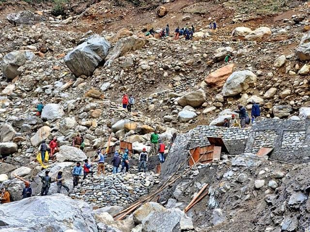 People-climb-the-new-steep-route-from-Rambara-to-Lincholi-on-the-Kedarnath-route-Arvind-Moudgil-HT-Photo