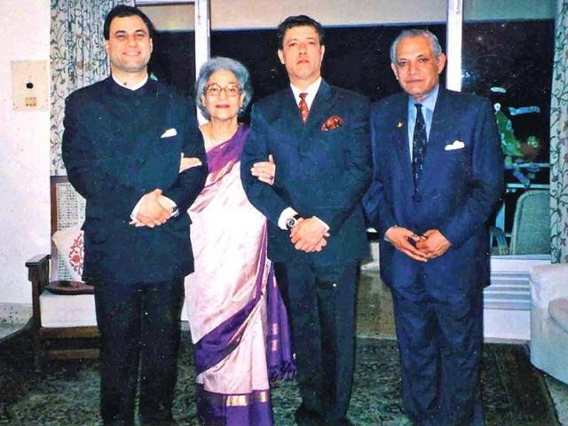 Lord-Karan-Bilimoria-extreme-left-with-his-family-at-their-residence-in-Dehradun-HT-Photo