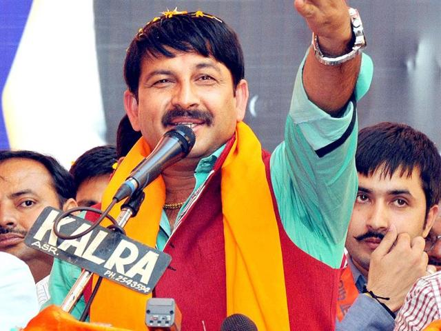 WON: BJP leader and Bhojpuri star Manoj Tiwari campaigns for party candidate Arun Jaitley in Amritsar. (PTI Photo)