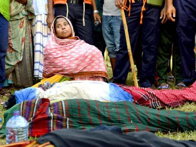 A-Bangladeshi-woman-sits-near-bodies-of-victims-on-the-banks-of-the-River-Meghna-after-a-ferry-capsized-and-sank-in-Munshiganj-district-AP-Photo