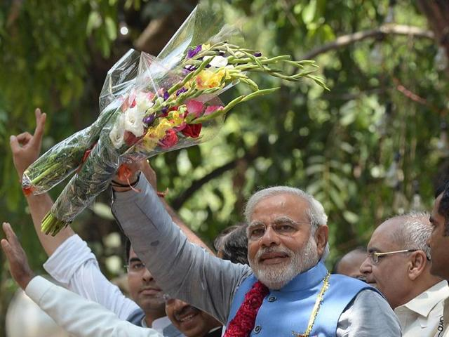 Prime-ministerial-designate-Narendra-Modi-waves-as-he-arrives-at-party-headquarters-in-New-Delhi-AFP-photo