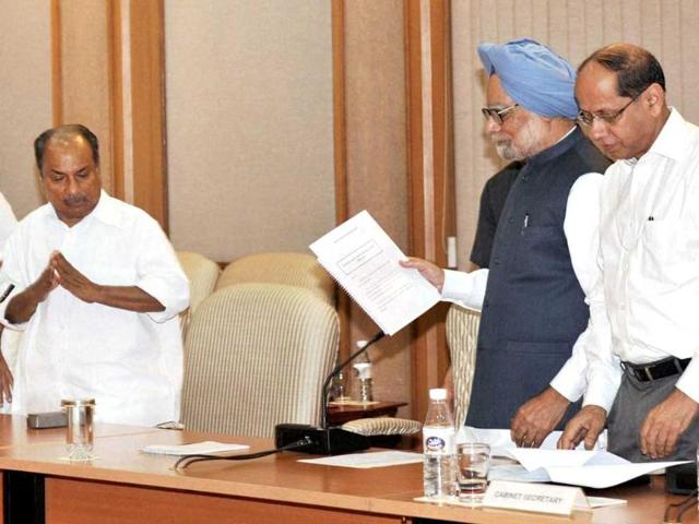 Manmohan-Singh-arrives-to-chair-the-last-cabinet-meeting-before-submitting-his-resignation-to-the-President-in-New-Delhi-PTI-File-Photo
