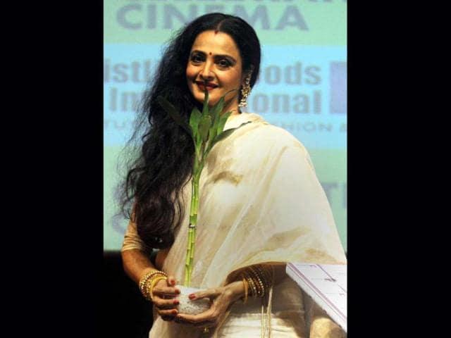 First-look-Rekha-Karina-Kaif-and-Aditya-Roy-Kapoor-in-Fitoor