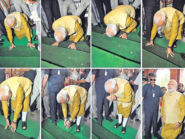 Modi-bowed-in-respect-at-the-steps-of-Parliament-House-as-he-arrived-to-attend-a-BJP-parliamentary-party-meeting-in-New-Delhi-HT-photo-Sonu-Mehta