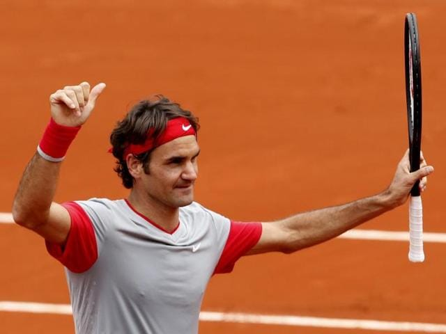 Switzerland-s-Roger-Federer-flashes-a-thumbs-up-after-defeating-Slovakia-s-Lukas-Lacko-in-the-first-round-match-of-the-French-Open-at-the-Roland-Garros-stadium-in-Paris-AP-Photo