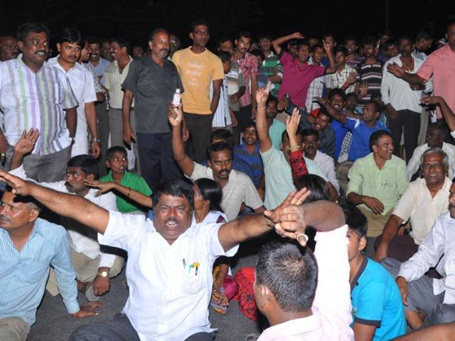 Karnataka-State-Reserve-Police-personnel-protest-the-FIR-against-ADGP-P-Ravindranath-HT-Photo