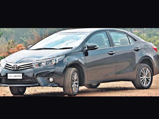 Toyota-Corolla-Altis-Performance-plus-looks
