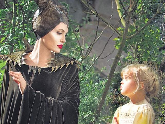 Vivienne-in-Maleficent-with-mom-Angelina-Jolie