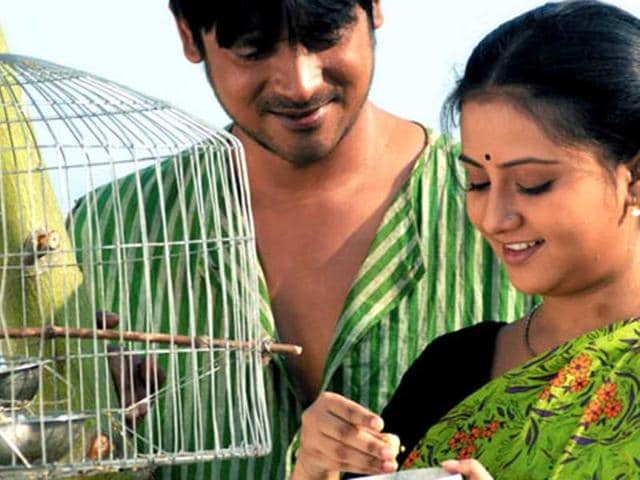 A-still-from-Achin-Pakhi--directed--by-Anjan-Das
