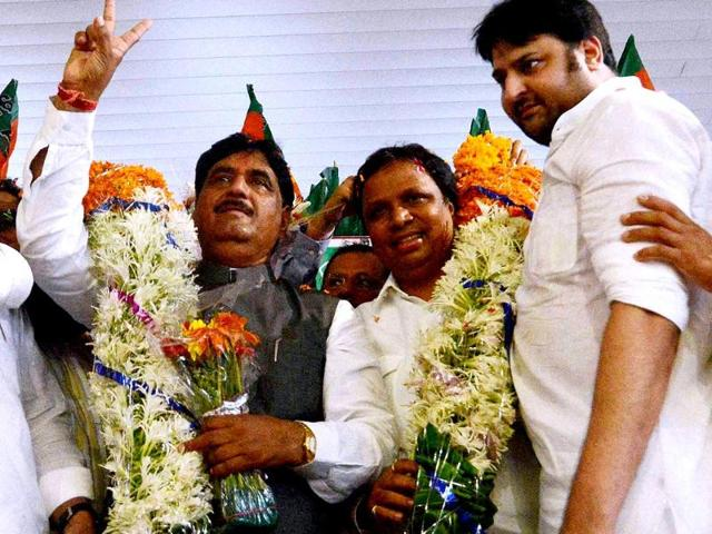 File Photo: BJP workers welcome Gopinath Munde at the Mumbai airport after he was made the Union rural development minister. Munde died on June 3 after a car crash in Delhi. (PTI Photo)