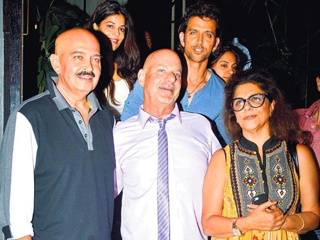 Rob-Cohen-centre--with-Rakesh-Hrithik-and-Pinky-Roshan