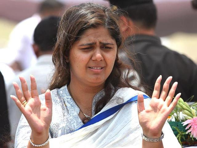 Union-minister-Gopinath-Munde-s-daughter-Pankaja-Munde-during-her-father-s-funeral-in-Beed-Maharashtra-HT-Photo-Anshuman-Poyrekar