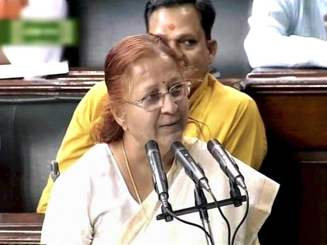 Senior-BJP-leader-Sumitra-Mahajan-takes-oath-as-a-Lok-Sabha-member-during-the-second-day-of-First-session-of-16th-Lok-Sabha-in-New-Delhi-PTI-Photo